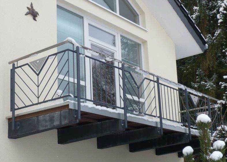balkone und balkongel nder aus metall metallbau kloss. Black Bedroom Furniture Sets. Home Design Ideas